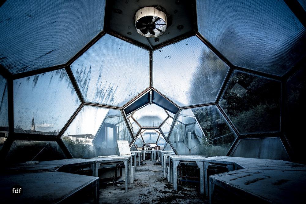 UFO Gärtnerei Kuppeln -90.JPG