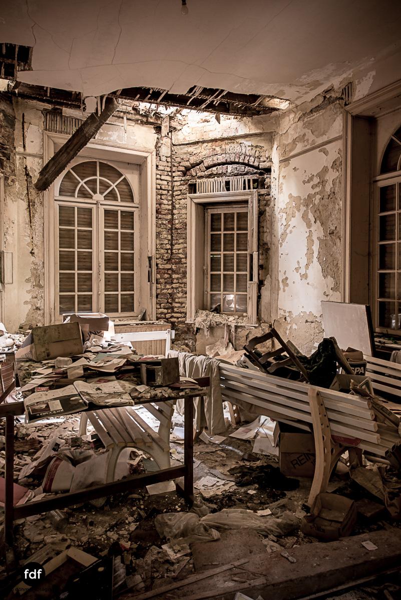Villa BMW-Herrenhaus-Urbex-Lost-Place-Belgien-52.JPG