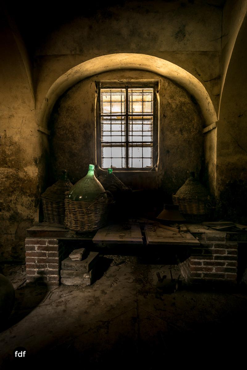Villa Corinna-Weingut-Herrenhaus-Lost Place-Italien-13.JPG