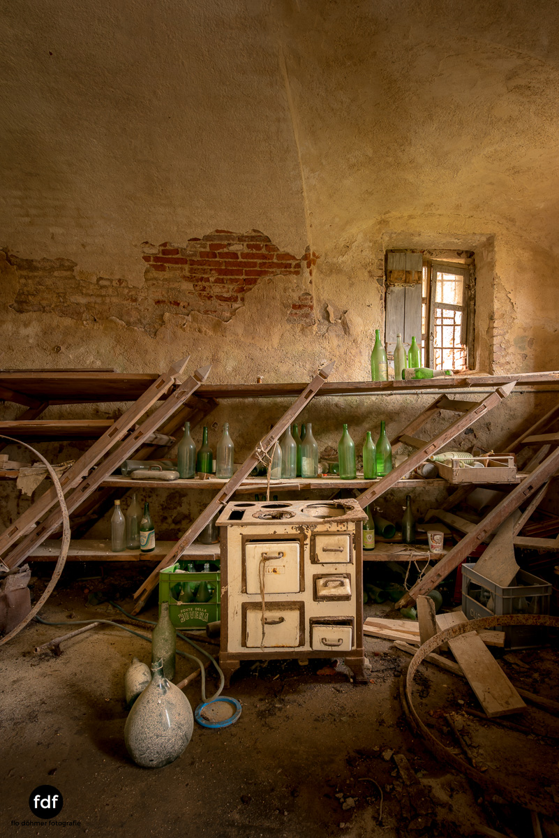 Villa Corinna-Weingut-Herrenhaus-Lost Place-Italien-32.JPG
