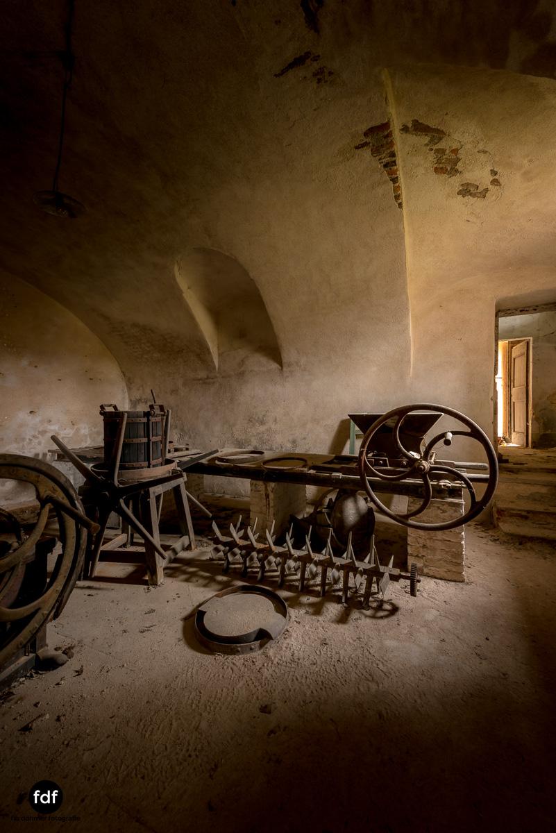 Villa Corinna-Weingut-Herrenhaus-Lost Place-Italien-31.JPG