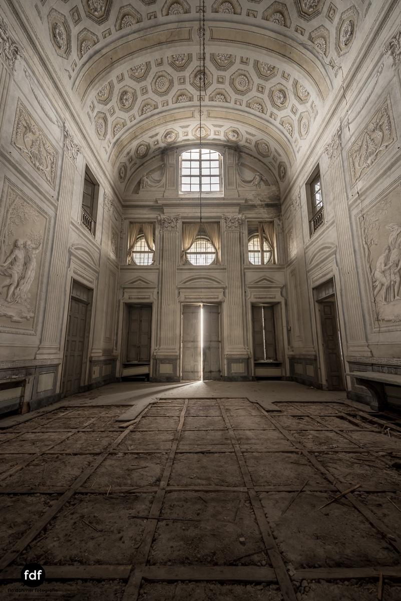 Villa dei Danzatori-Villa RosaPalazzo L-Herrenhaus-Lost Place-Italien-8.JPG