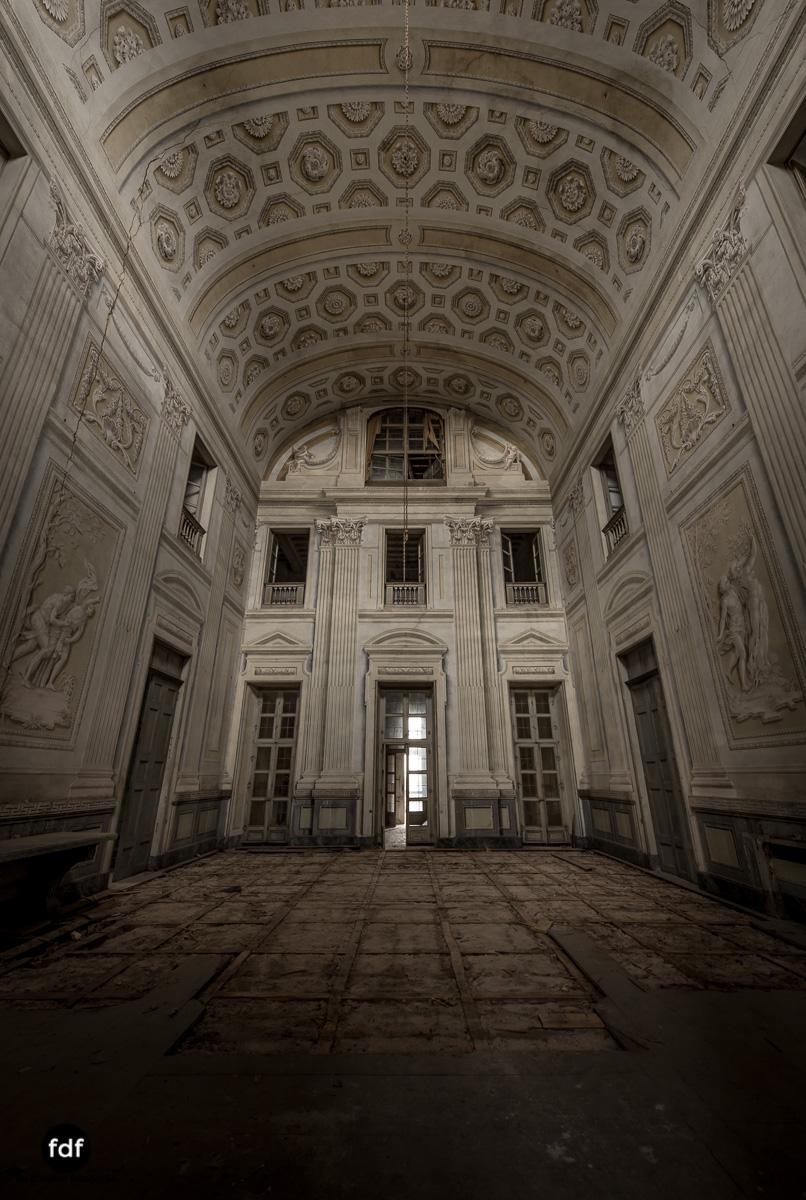 Villa dei Danzatori-Villa RosaPalazzo L-Herrenhaus-Lost Place-Italien-2.JPG