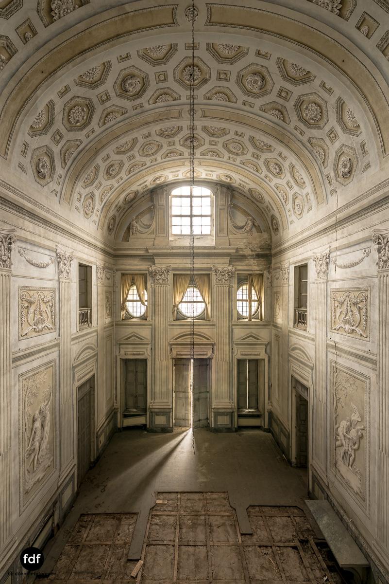Villa dei Danzatori-Villa RosaPalazzo L-Herrenhaus-Lost Place-Italien-25.JPG