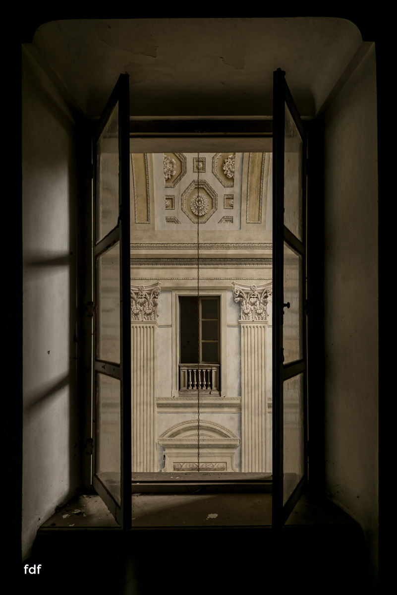 Villa dei Danzatori-Villa RosaPalazzo L-Herrenhaus-Lost Place-Italien-36.JPG