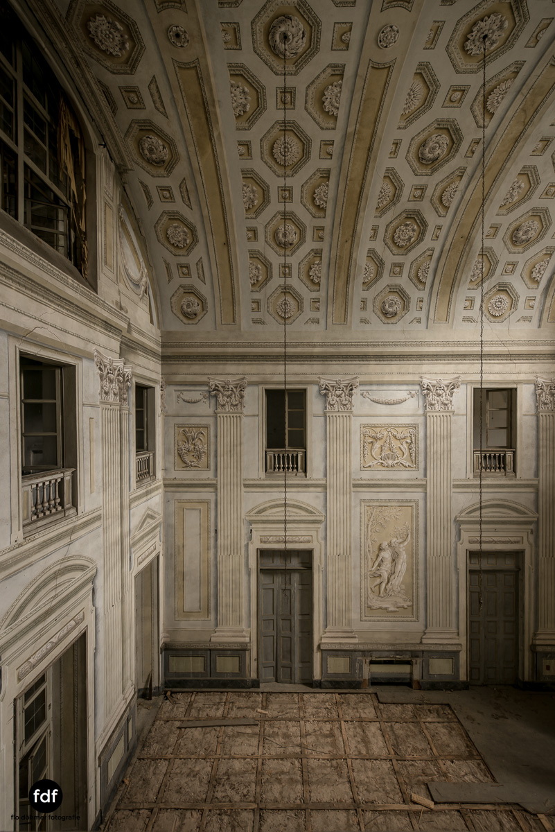 Villa dei Danzatori-Villa RosaPalazzo L-Herrenhaus-Lost Place-Italien-42.JPG