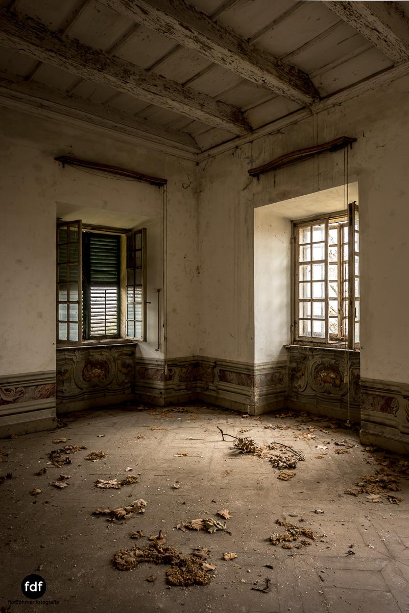 Villa dei Danzatori-Villa RosaPalazzo L-Herrenhaus-Lost Place-Italien-45.JPG