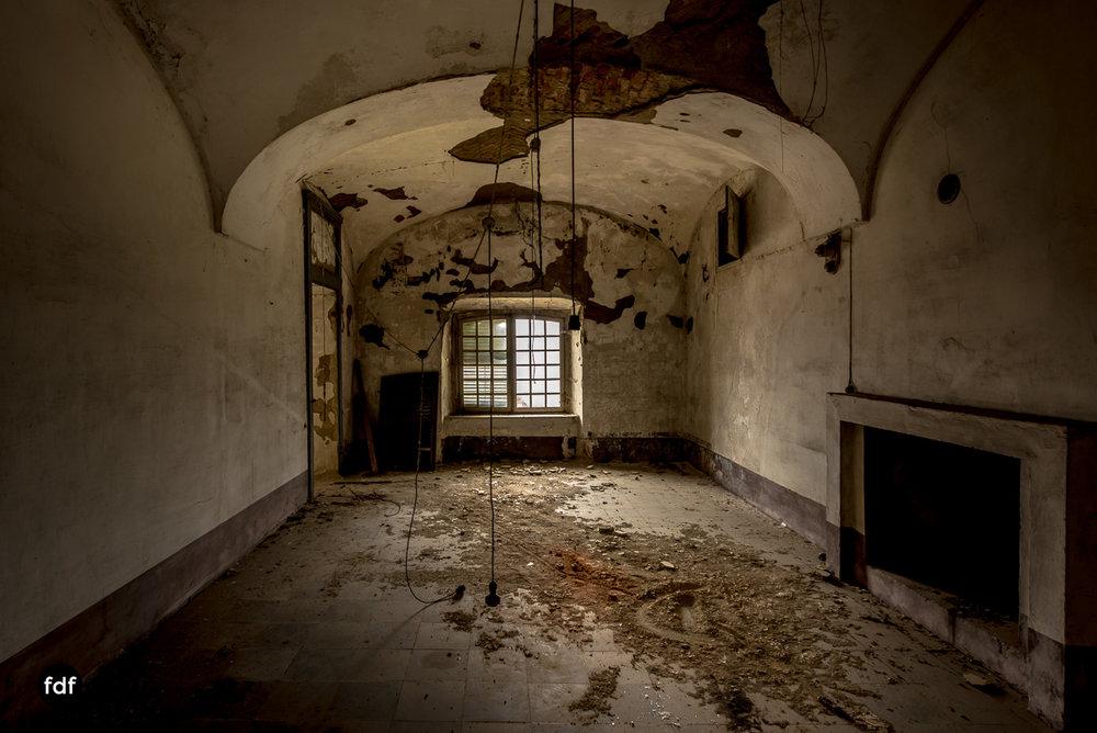Villa dei Danzatori-Villa RosaPalazzo L-Herrenhaus-Lost Place-Italien-47.JPG
