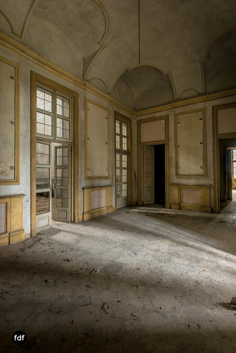Villa dei Danzatori-Villa RosaPalazzo L-Herrenhaus-Lost Place-Italien-99.JPG