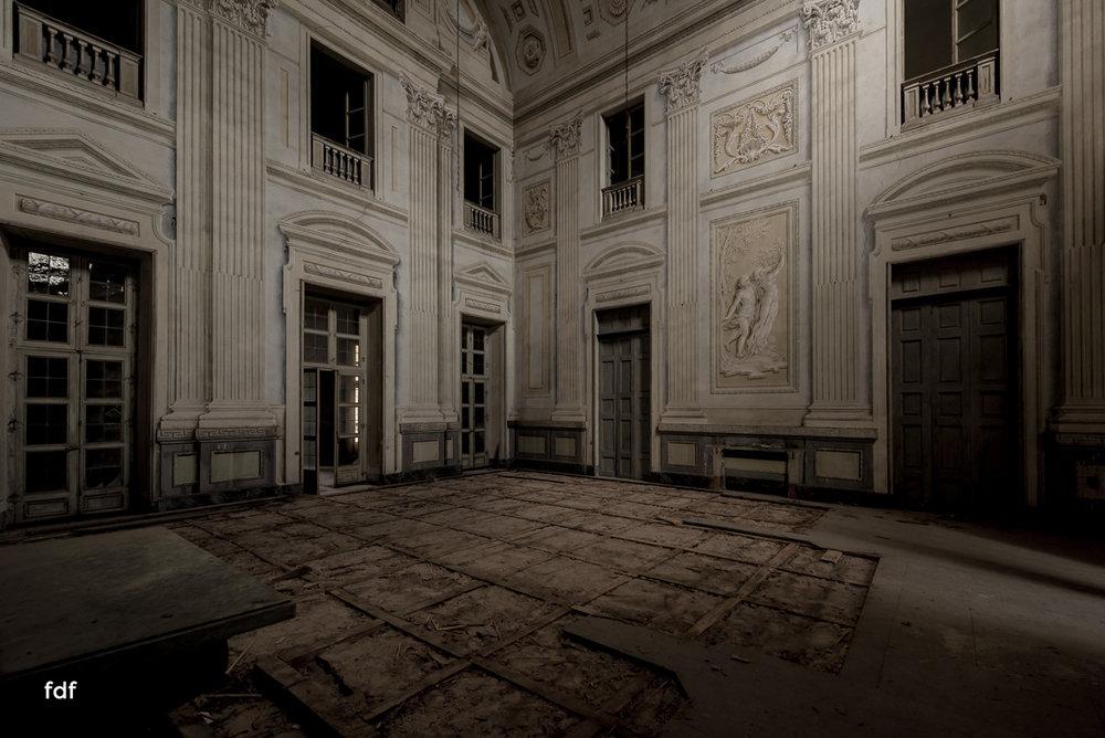 Villa dei Danzatori-Villa RosaPalazzo L-Herrenhaus-Lost Place-Italien-139.JPG