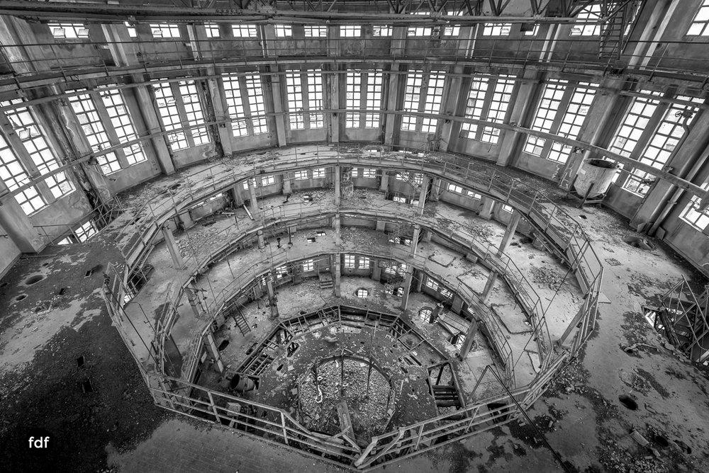 Oculus Tower-Raffinerie-Industrie-Lost Place-Italien-21.JPG