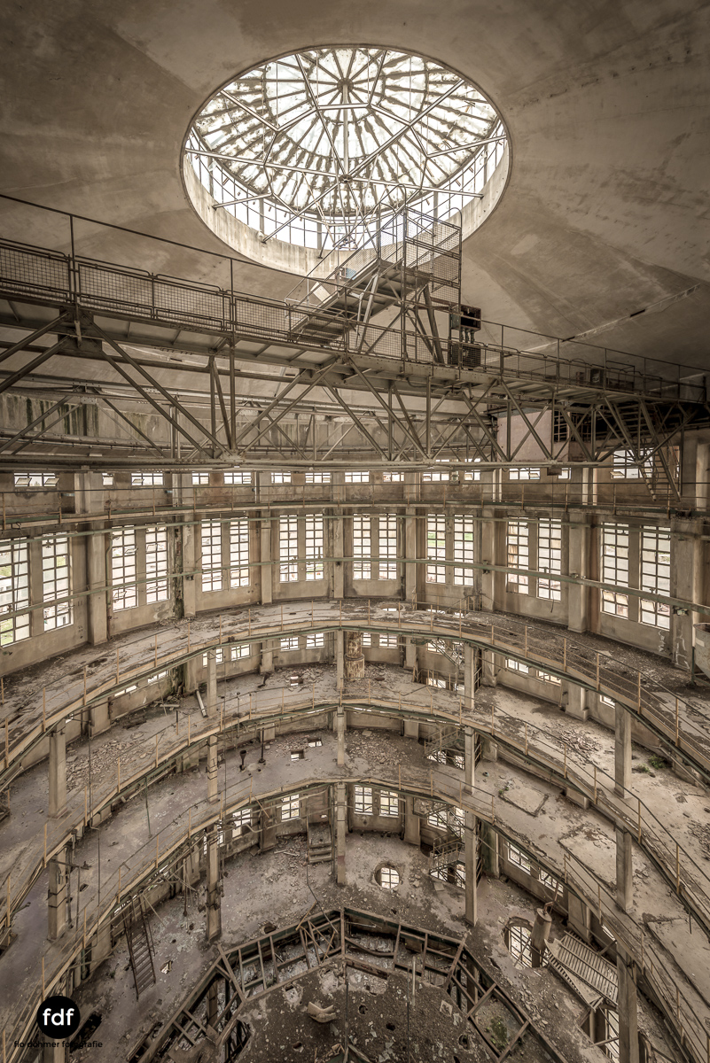 Oculus Tower-Raffinerie-Industrie-Lost Place-Italien-22.JPG
