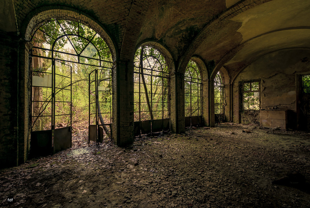 Palazzo di L-Herrenhaus-Kapelle-Lost Place-Italien-2.JPG
