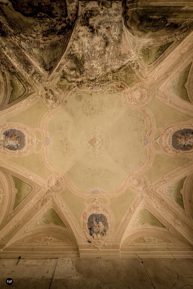 Palazzo di L-Herrenhaus-Kapelle-Lost Place-Italien-11.JPG