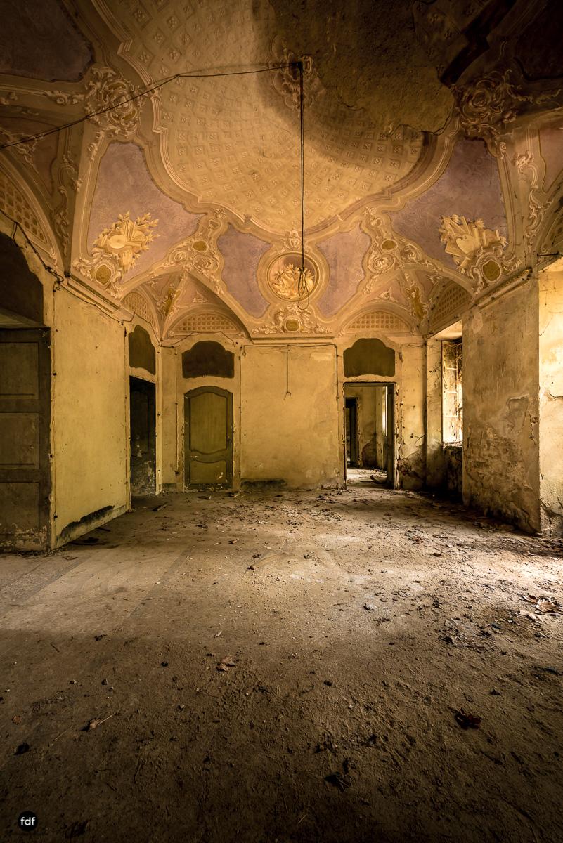 Palazzo di L-Herrenhaus-Kapelle-Lost Place-Italien-15.JPG