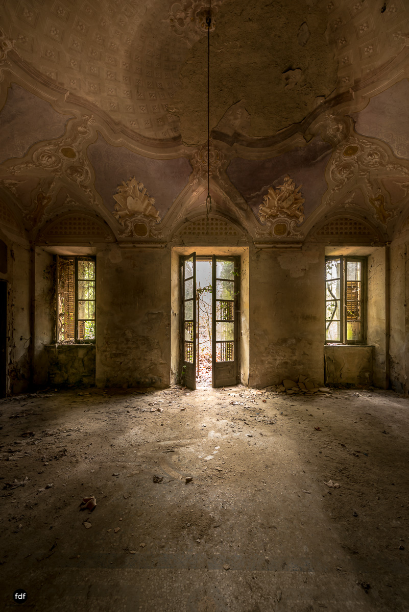 Palazzo di L-Herrenhaus-Kapelle-Lost Place-Italien-20.JPG
