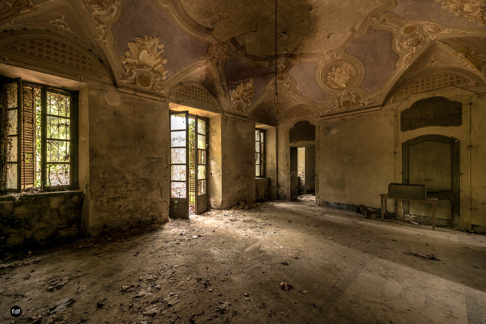 Palazzo di L-Herrenhaus-Kapelle-Lost Place-Italien-18.JPG