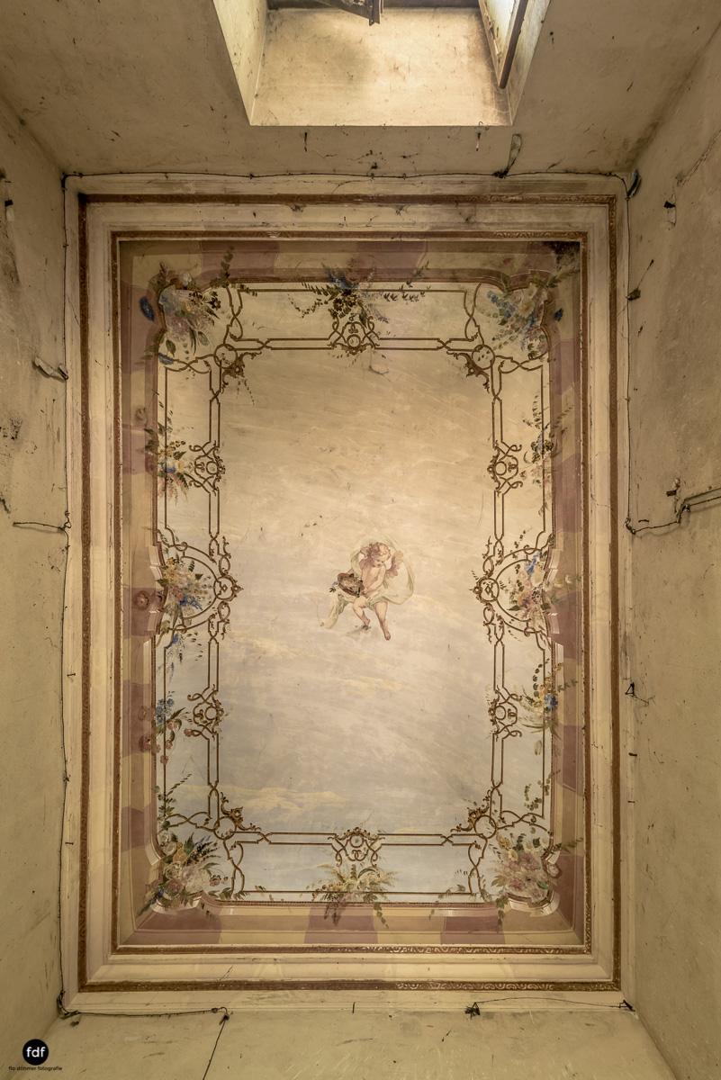 Palazzo di L-Herrenhaus-Kapelle-Lost Place-Italien-21-Bearbeitet.JPG