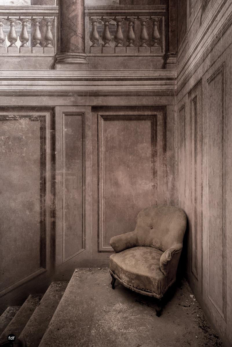Palazzo di L-Herrenhaus-Kapelle-Lost Place-Italien-30.JPG