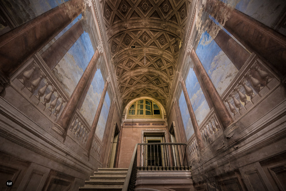 Palazzo di L-Herrenhaus-Kapelle-Lost Place-Italien-27.JPG