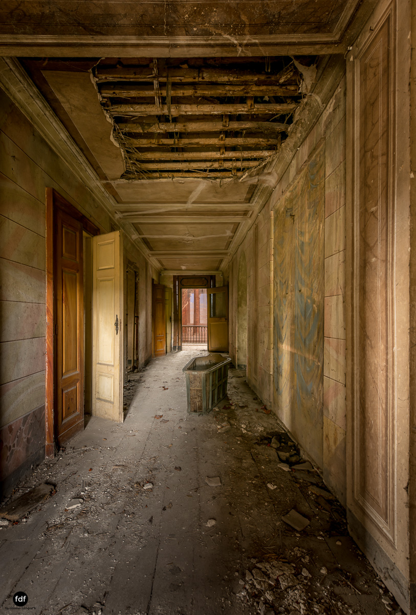 Palazzo di L-Herrenhaus-Kapelle-Lost Place-Italien-33.JPG