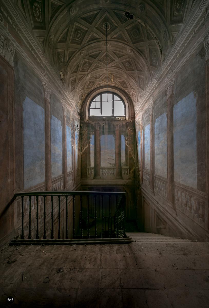 Palazzo di L-Herrenhaus-Kapelle-Lost Place-Italien-44.JPG