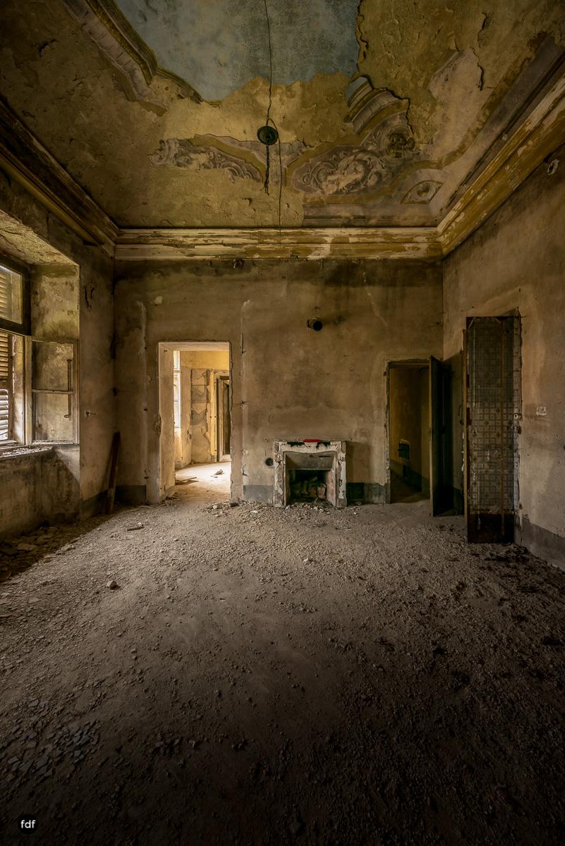 Palazzo di L-Herrenhaus-Kapelle-Lost Place-Italien-52.JPG