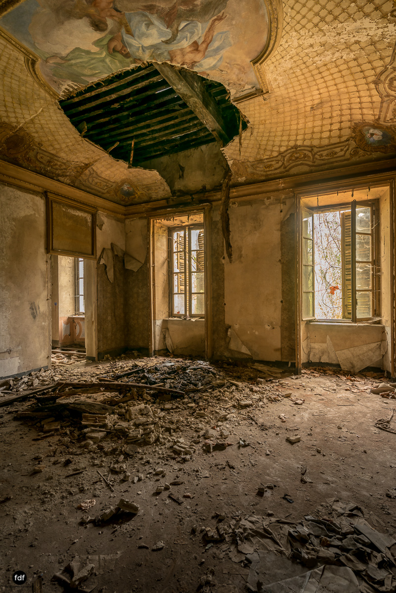Palazzo di L-Herrenhaus-Kapelle-Lost Place-Italien-55.JPG