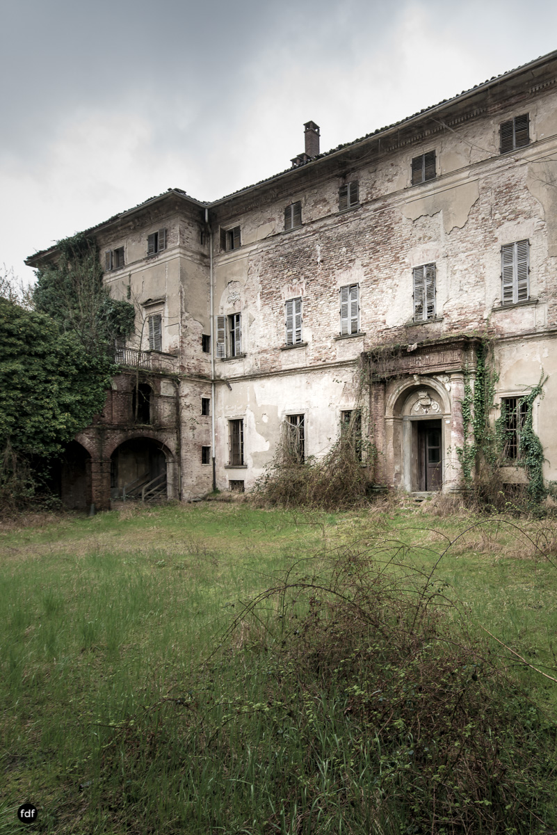 Palazzo di L-Herrenhaus-Kapelle-Lost Place-Italien-76.JPG