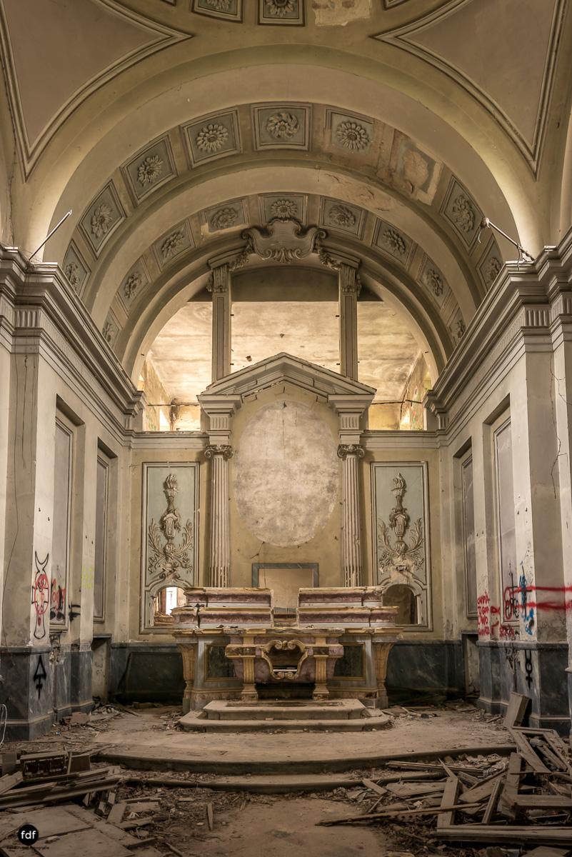 Villa Moglia-Herrenhaus-Kapelle-Lost Place-Italien-7-Bearbeitet.JPG