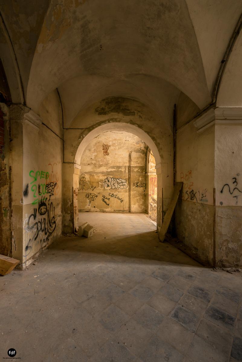 Villa Moglia-Herrenhaus-Kapelle-Lost Place-Italien-26-Bearbeitet.JPG