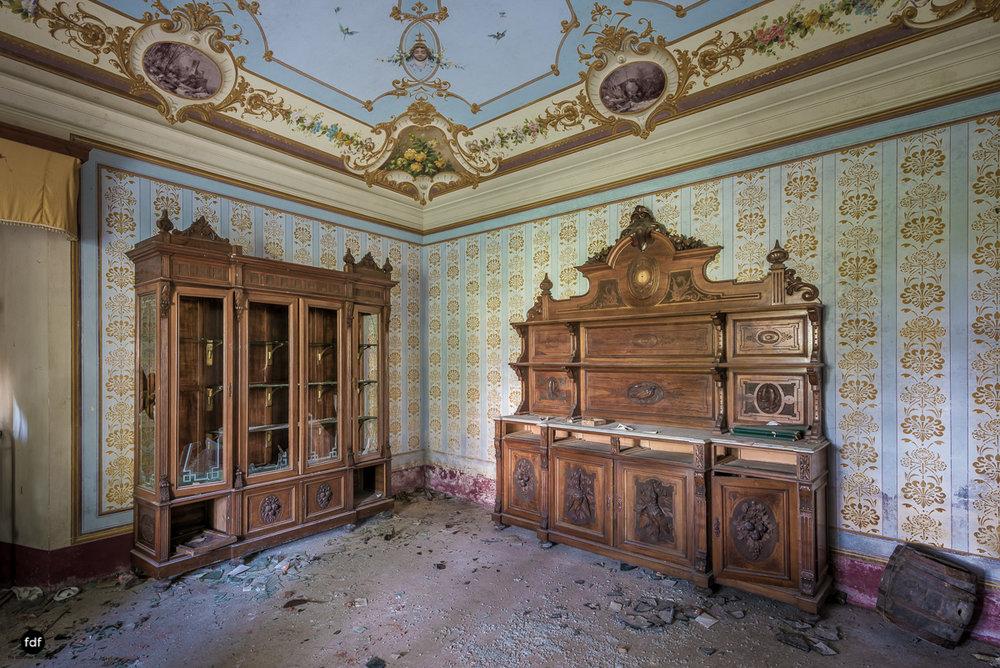 Villa Degli Specchi-Herrenhaus-Lost Place-Italien-7.JPG