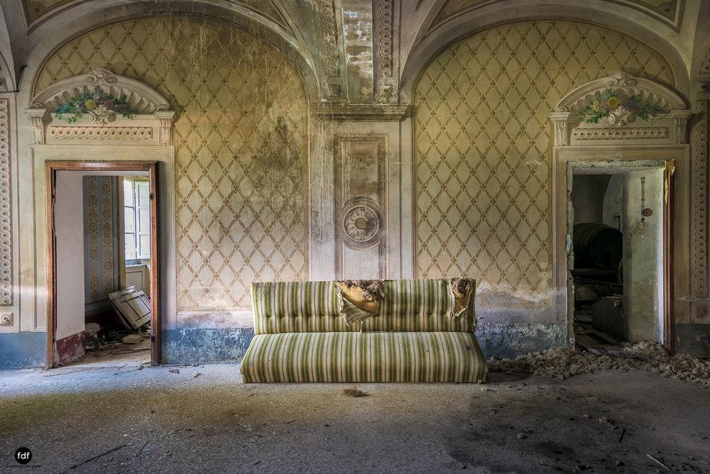Villa Degli Specchi-Herrenhaus-Lost Place-Italien-15.JPG