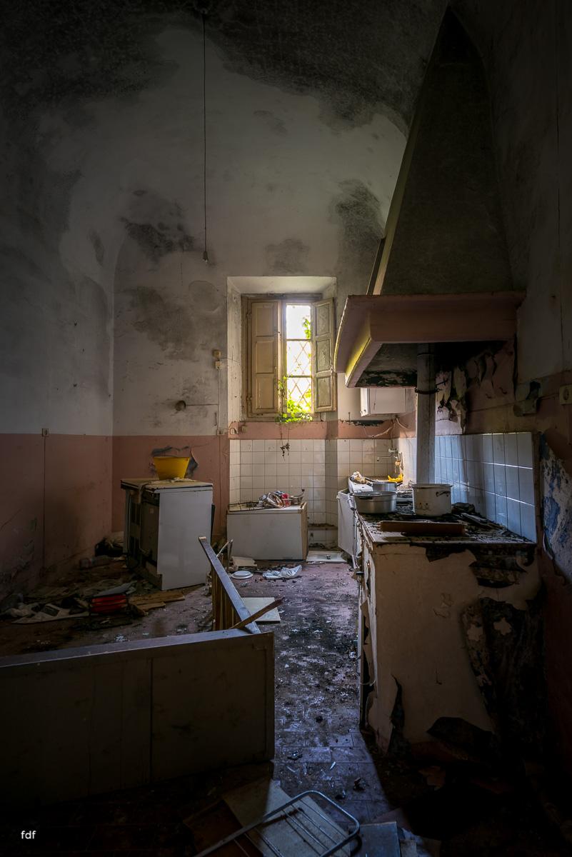 Villa Degli Specchi-Herrenhaus-Lost Place-Italien-16.JPG
