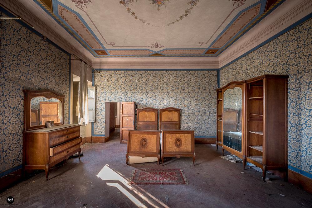 Villa Degli Specchi-Herrenhaus-Lost Place-Italien-25.JPG