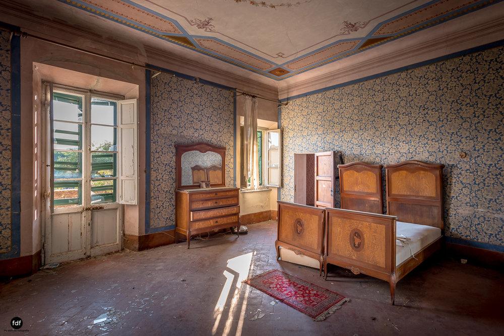 Villa Degli Specchi-Herrenhaus-Lost Place-Italien-26.JPG