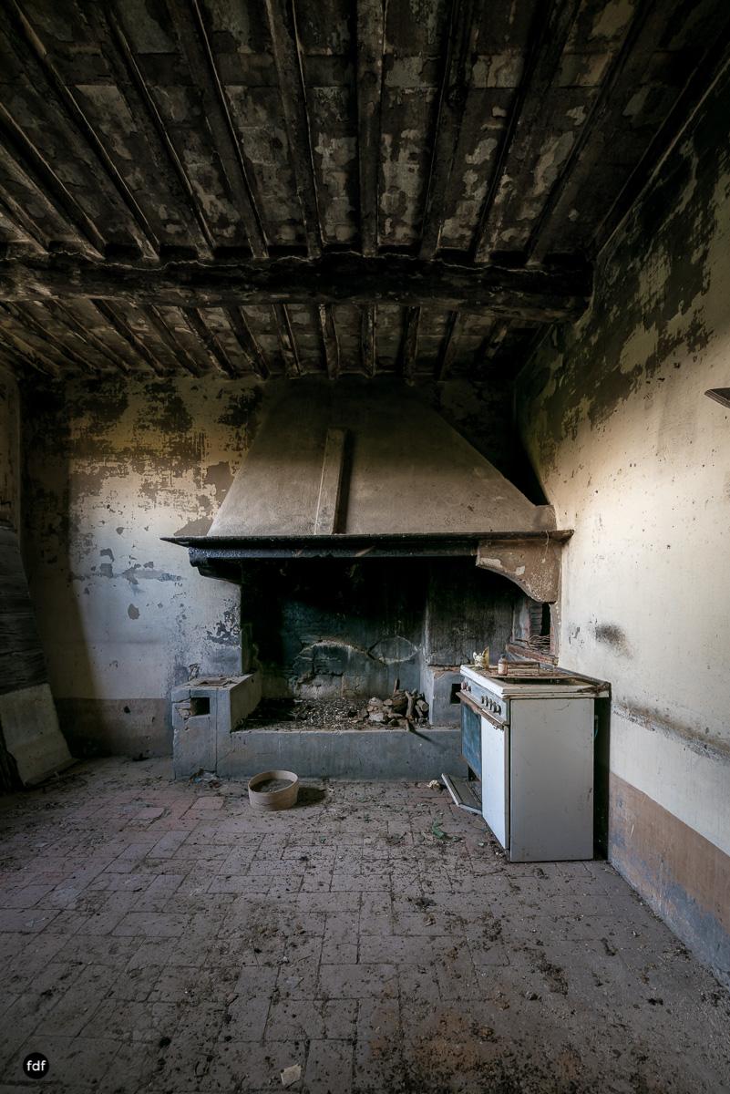 Villa Degli Specchi-Herrenhaus-Lost Place-Italien-29.JPG
