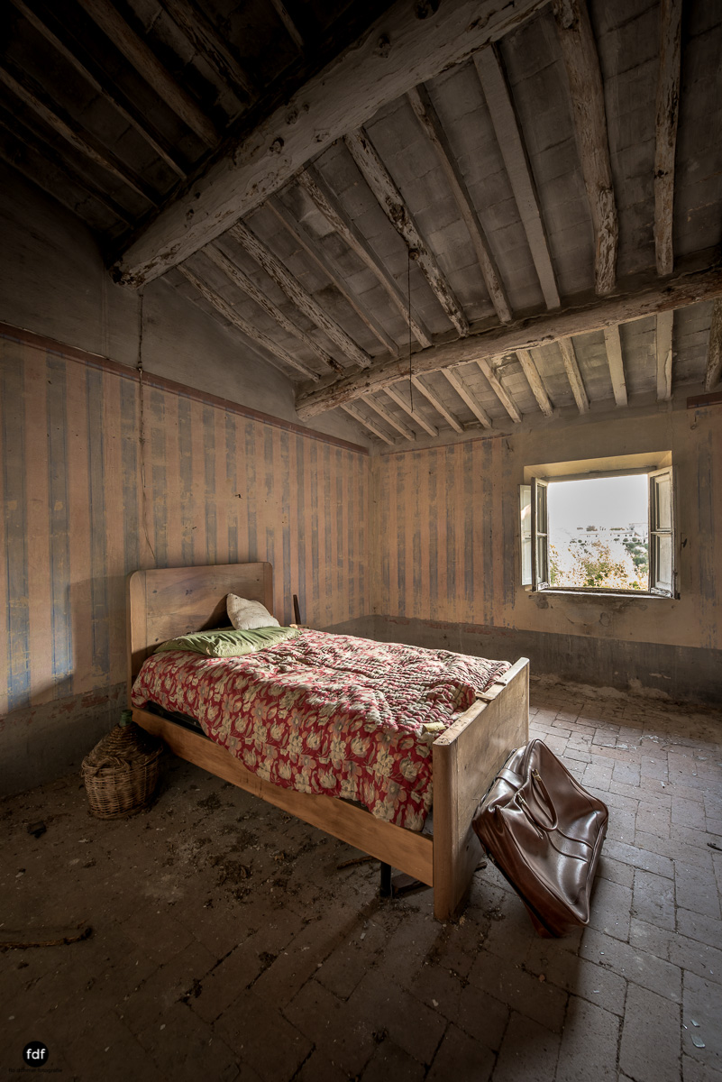 Villa Degli Specchi-Herrenhaus-Lost Place-Italien-32.JPG