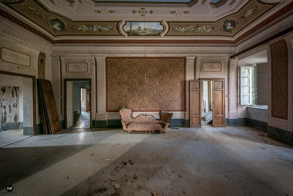 Villa Degli Specchi-Herrenhaus-Lost Place-Italien-46.JPG