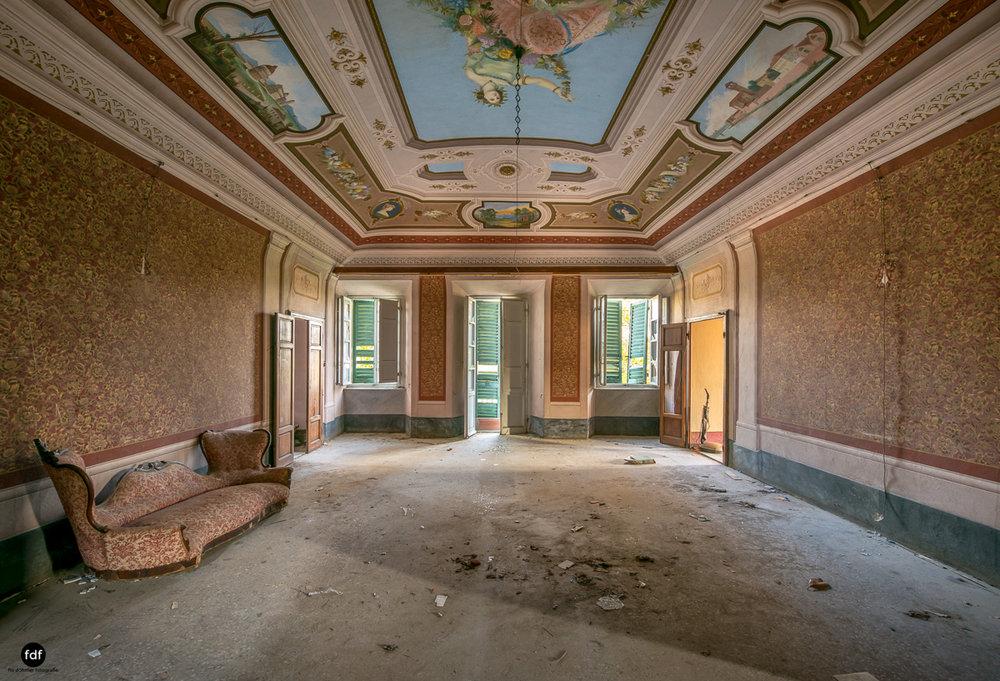 Villa Degli Specchi-Herrenhaus-Lost Place-Italien-50.JPG