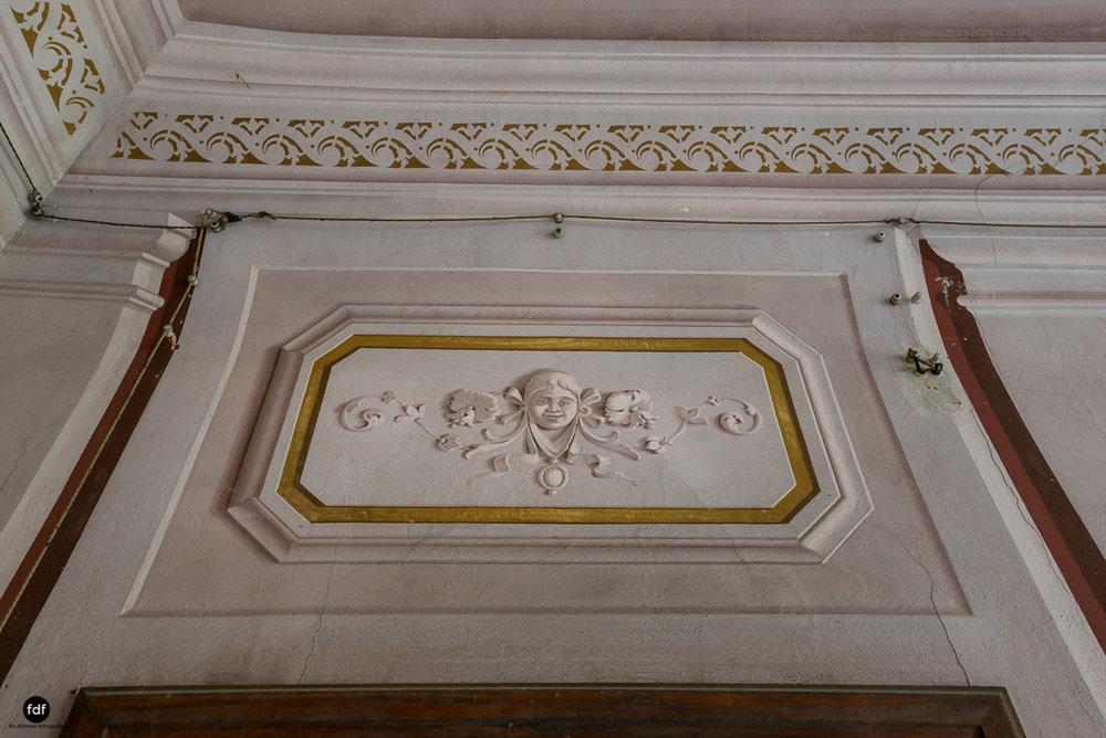 Villa Degli Specchi-Herrenhaus-Lost Place-Italien-51.JPG