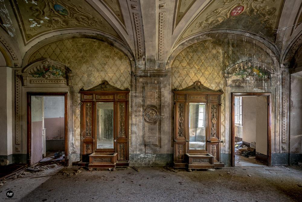 Villa Degli Specchi-Herrenhaus-Lost Place-Italien-55.JPG