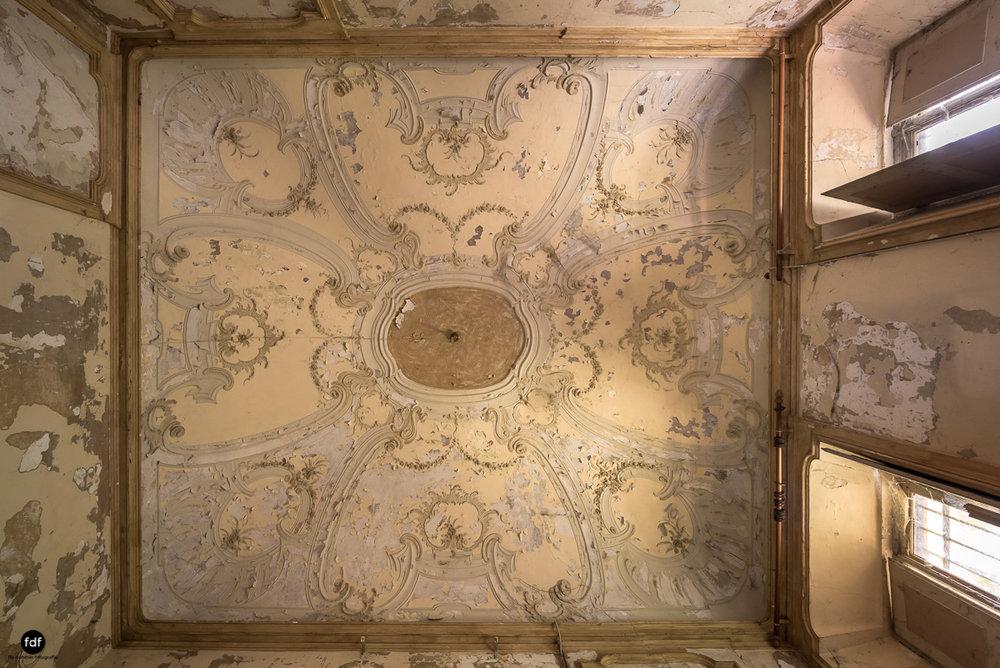 Palazzo Mint-Herrenhaus-Lost Place-Italien-13.JPG
