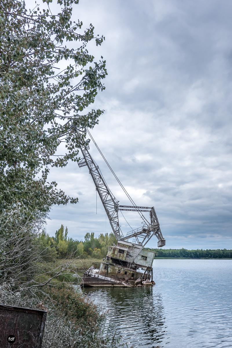 Tschernobyl und Prypjat-Frachthafen-Kräne-Lost Place-Ukraine-4.JPG