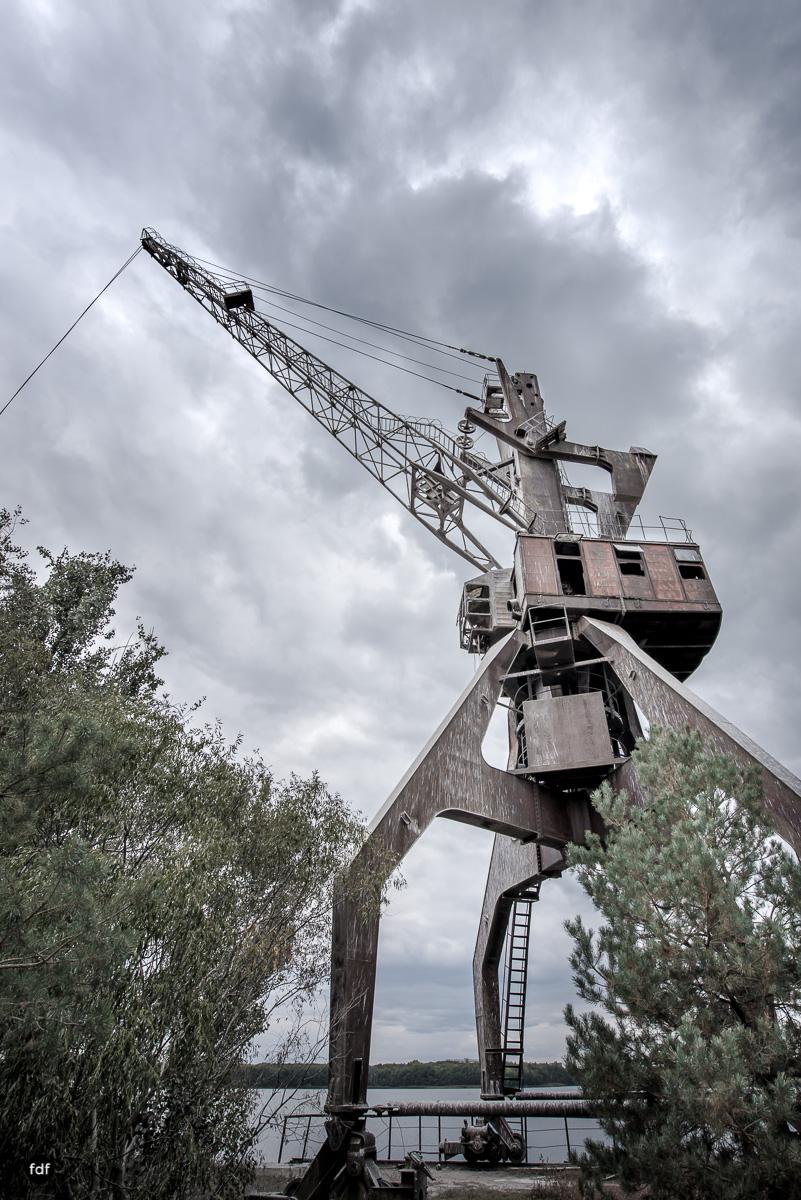 Tschernobyl und Prypjat-Frachthafen-Kräne-Lost Place-Ukraine-2.JPG