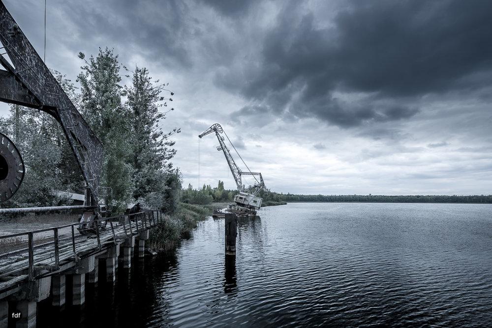 Tschernobyl und Prypjat-Frachthafen-Kräne-Lost Place-Ukraine-8.JPG