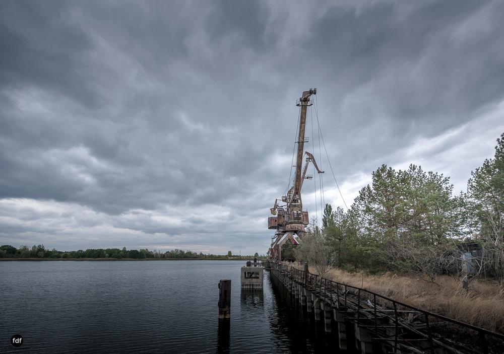 Tschernobyl und Prypjat-Frachthafen-Kräne-Lost Place-Ukraine-9.JPG