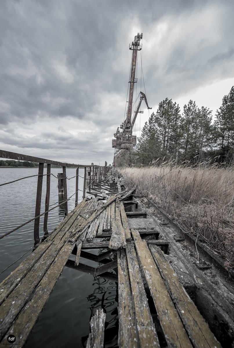 Tschernobyl und Prypjat-Frachthafen-Kräne-Lost Place-Ukraine-10.JPG