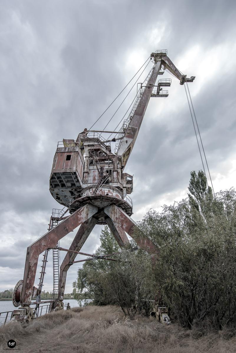 Tschernobyl und Prypjat-Frachthafen-Kräne-Lost Place-Ukraine-13.JPG