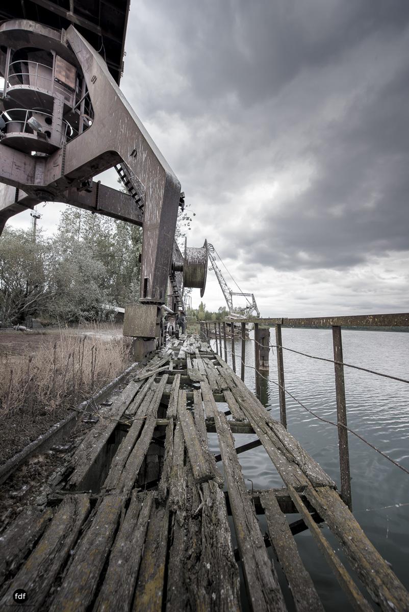 Tschernobyl und Prypjat-Frachthafen-Kräne-Lost Place-Ukraine-11.JPG